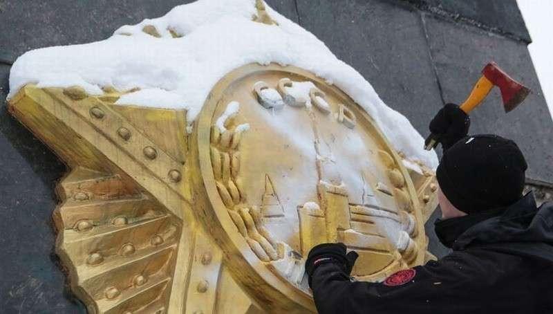 Во Львове нацисты снесли Стелу Монумента Славы, установленного в память о борцах с фашизмом
