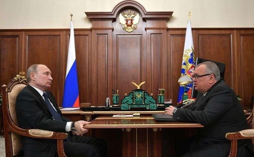 С президентом – председателем правления Банка ВТБ Андреем Костиным.