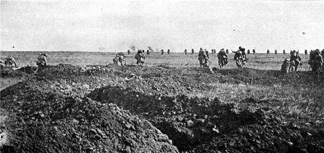 Наступление Нивеля. Атака французской пехоты в районе Шемен де Дам.