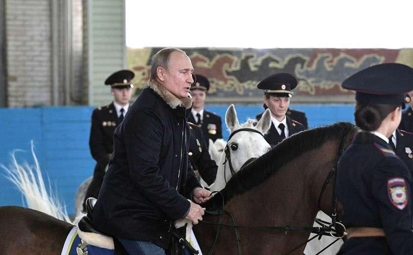 Владимир Путин посетил 1-й оперативный полк московской полиции