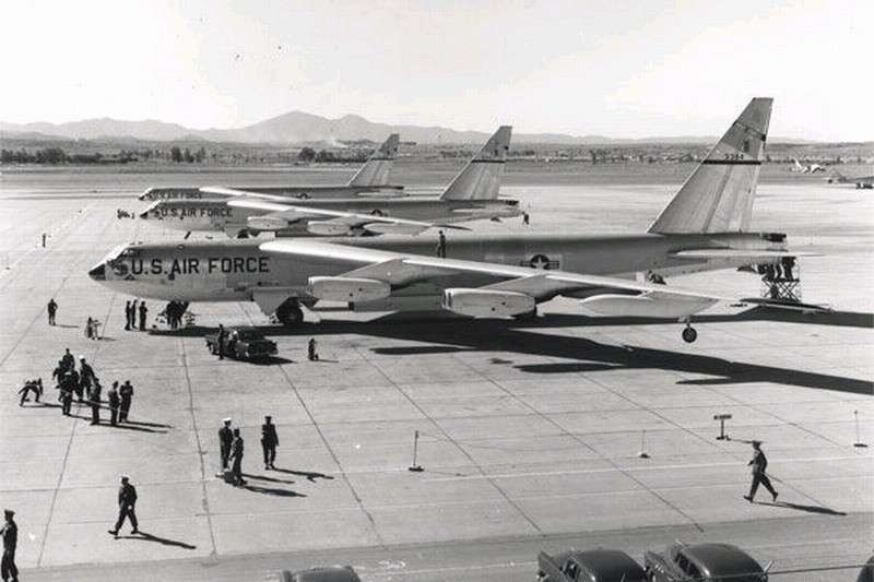 США модернизируют свои старенькие бомбардировщики B-52 Stratofortress