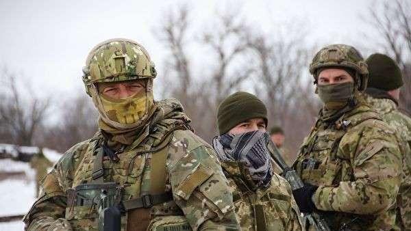 Украинские военнослужащие во время обмена военнопленными между ЛНР и Украиной в Луганской области