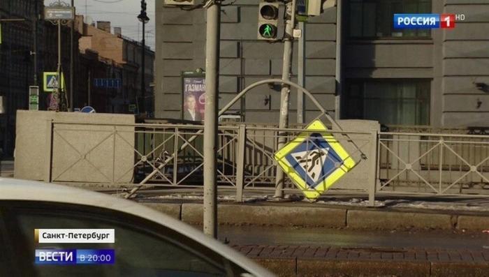 Ураган в Петербурге сбивал с ног людей и двигал самолёты