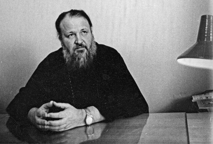 Кто сливает компромат на патриарха Москвы Кирилла Гундяева – бывшего сексота КГБ?