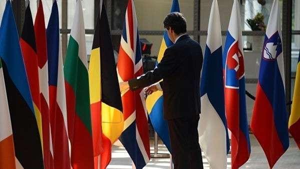 Флаги стран – участниц Европейского союза в Брюсселе