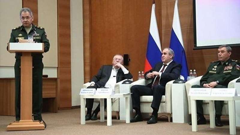 Аутсорсинг в российской армии себя абсолютно не оправдал, заявил Шойгу