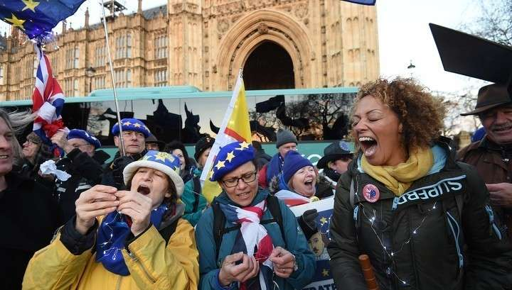 Брексит: ЕС злорадствует и ничем Британии не поможет