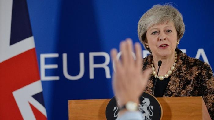 Тереза Мэй теряет контроль над британским кабмином