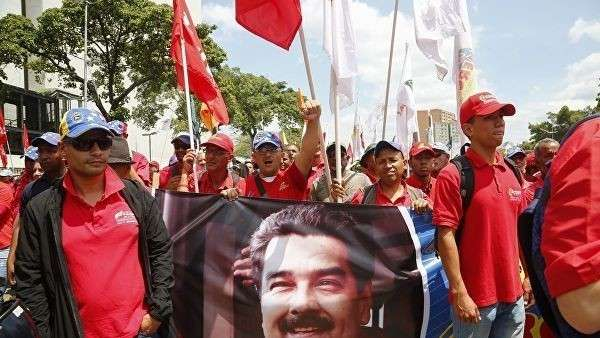Участники акции в поддержку легитимного президента Венесуэлы Николаса Мадуро в Каракасе. 10 марта 2019