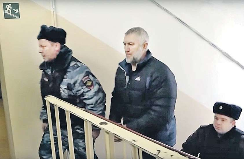 Подозреваемый в убийстве адвоката Николай Зилов. На этот раз его просто не могли не арестовать. Фото: youtube.com/ТК «360»