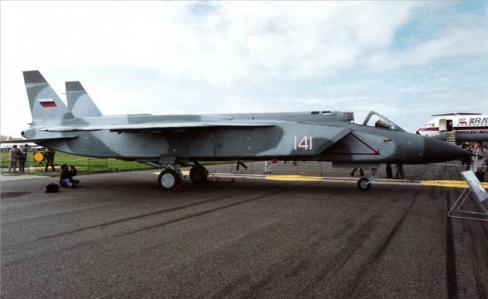 Американский истребитель F-35 – жалкая копия украденного у России Як-141