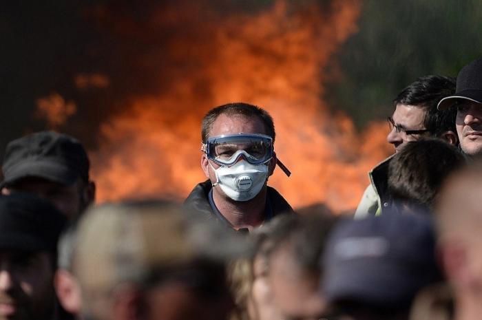 Макрон продолжает попытки стабилизировать протест жёлтых жилетов