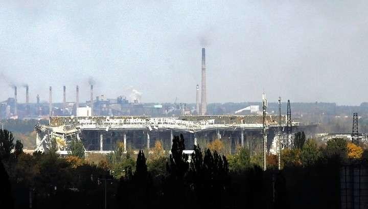 Украинские каратели обстреливают Донецк и стягивают силы к аэропорту