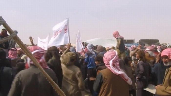 В Сирии американцы их наёмники берут с беженцев 300 долларов за выход из лагеря «Эр-Рукбан»