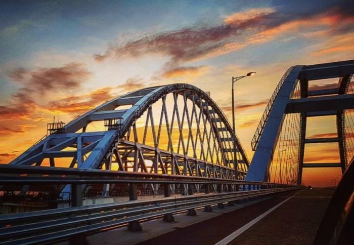 Крымский мост, «которого нет» – повод для серьёзных решений народов Украины и Беларуси