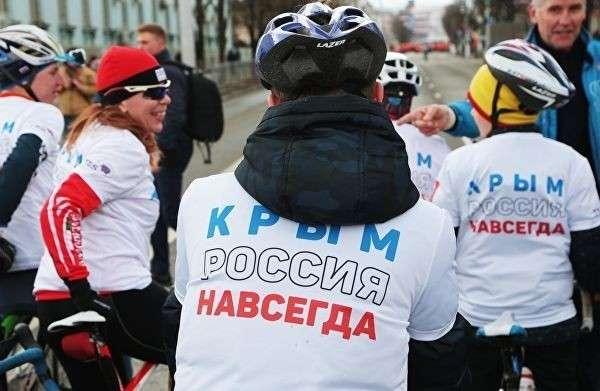Участники массового легкоатлетического и велосипедного пробега в честь пятой годовщины Крымской весны в Симферополе