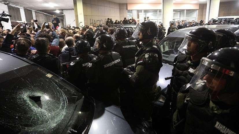Протестующие требовали доступа к эфиру и блокировали работу государственного телеканала
