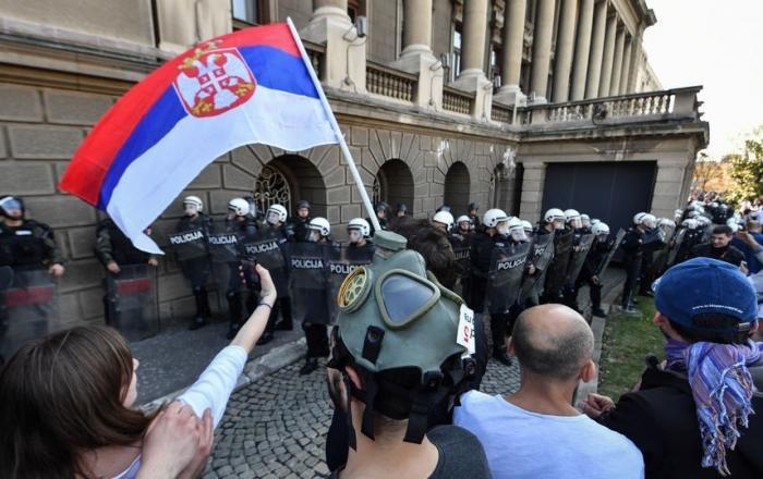 Бунт в Сербии: захват телецентра и штурм президентского дворца