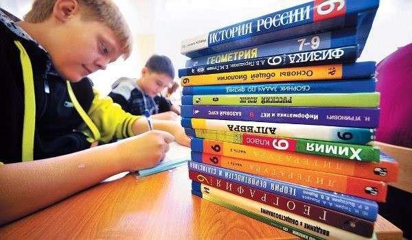 Великий Новгород передал ДНР российские школьные учебники