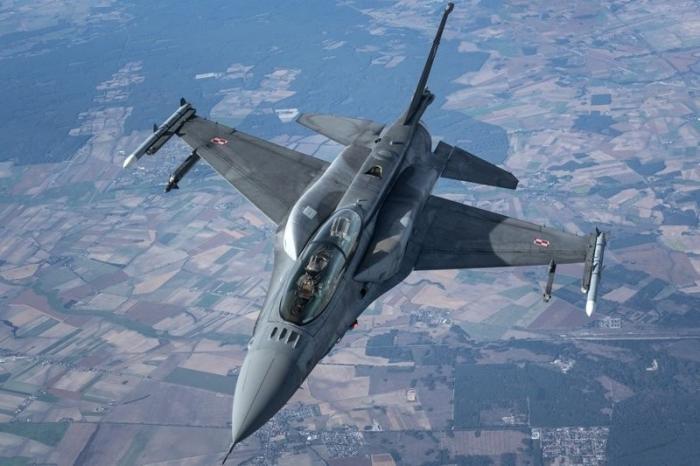 Месть Мадуро: F-16 ВВС Венесуэлы станут мишенями для МиГов и Су