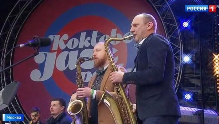 Тысячи москвичей принимают участие во всероссийском фестивале «Крымская весна»