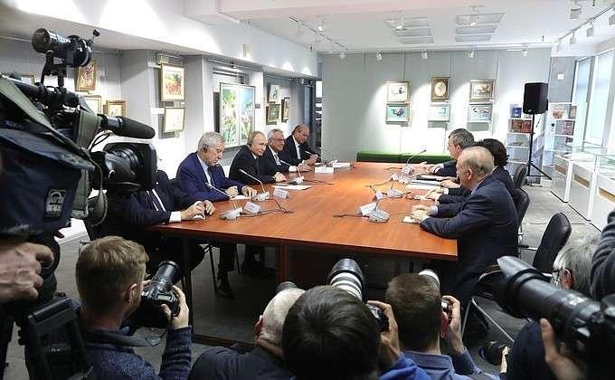 В Крыму Владимир Путин встретился с представителями общественности Франции