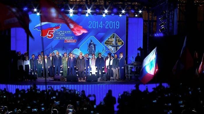 Владимир Путин в Симферополе посетил концерт «Крымская весна. Пять лет в родной гавани»
