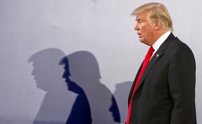 США: битва фракций Мирового Правительства за стену Трампа