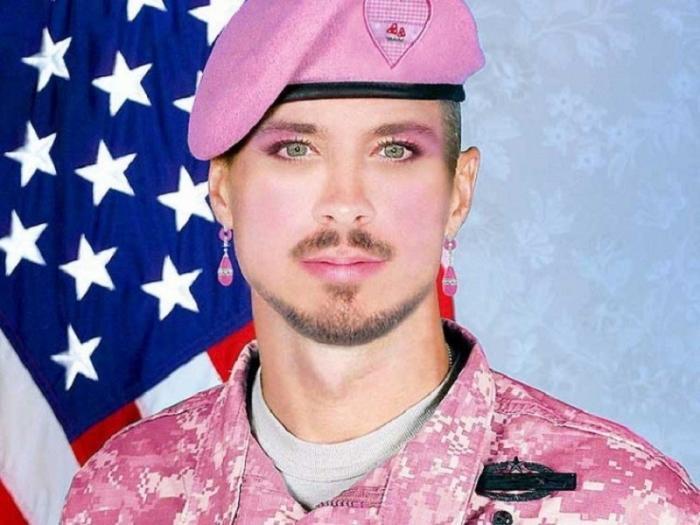 Солдат США превращают в чувствительных трансгендеров