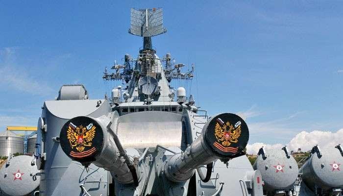 Профилактическое бомбометание у берегов Крыма. Зачем российские боевые корабли взяли под охрану вышки компании «Черноморнефтегаз»