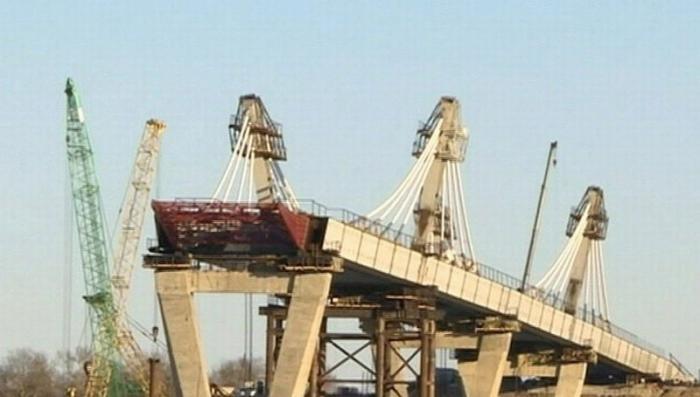 Россию и Китай связал железнодорожный мост через реку Амур