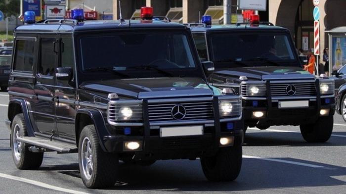 Депутат Александр Максимов возмущён, что ему «умному и образованному» не дают дорогого автомобиля