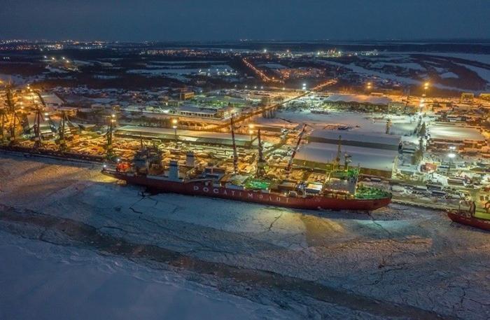 Атомный контейнеровоз «Севморпуть» вышел впервый рейс сгрузом для проекта «Арктик СПГ-2»