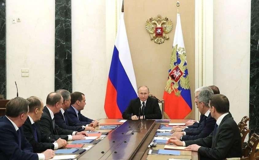На совещании с постоянными членами Совета Безопасности.