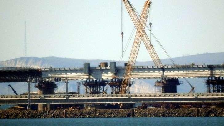 Железнодорожный мост технически сомкнул берега Крыма и Тамани