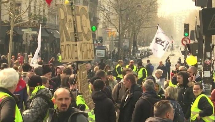В Париже спецназ вышел на улицы для подавления протестов «жёлтых жилетов»