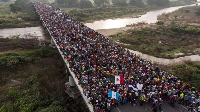 Стена Трампа. Новый караван мигрантов начал движение по Мексике к США