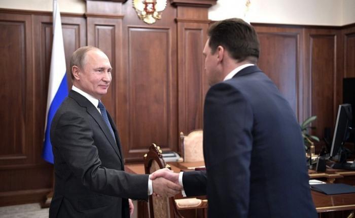 Владимир Путин провёл рабочую встречу сглавой «Почты России» Николаем Подгузовым
