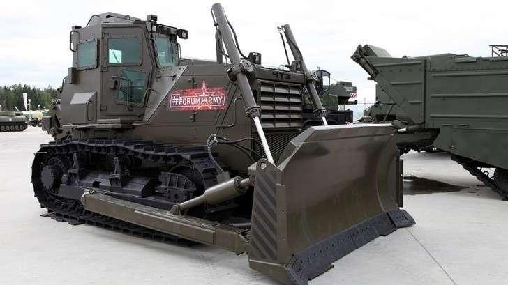 Войска в Арктике получили спецбульдозеры производства Челябинского тракторного завода