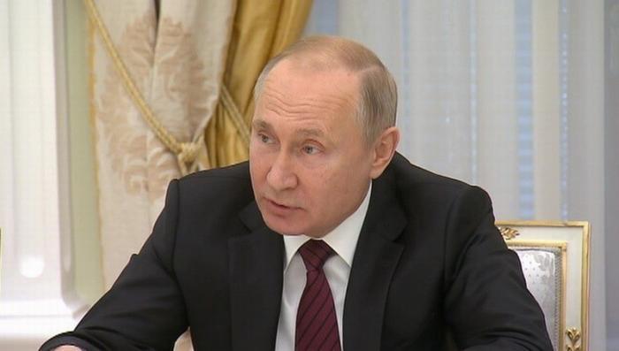 Владимир Путин поручил принять новую стратегию развития физкультуры и спорта в России