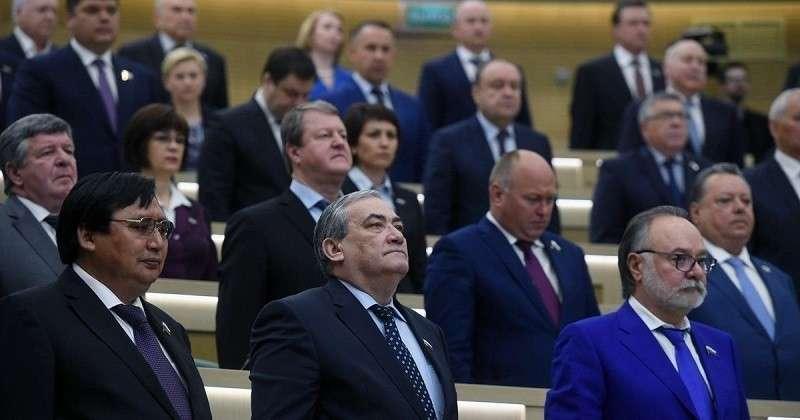 Губернаторский корпус России помолодел на 381 год