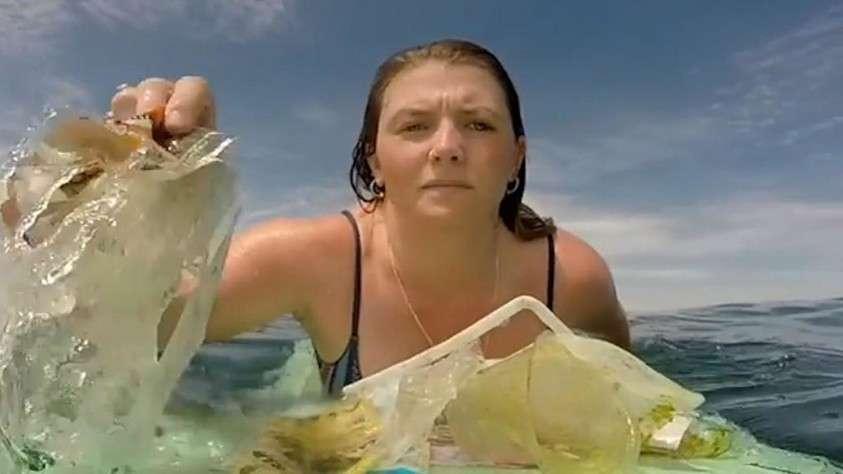 Бывший райский остров Бали превратили в пляжи мусора и океан пластика