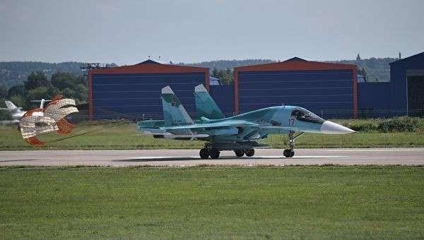Многофункциональный истребитель-бомбардировщик Су-34 на Международном авиационно-космическом салоне МАКС-2017