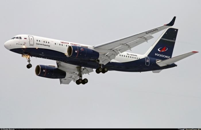 Первый самолет Ту-204-300 получили российские космонавты