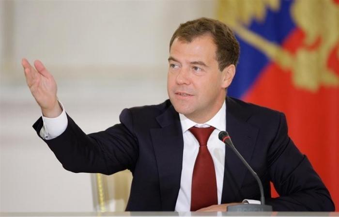 Медведев: критику и оскорбление власти нужно различать