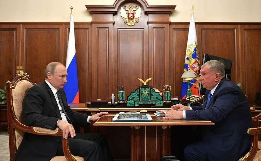 С председателем правления компании «Роснефть» Игорем Сечиным.