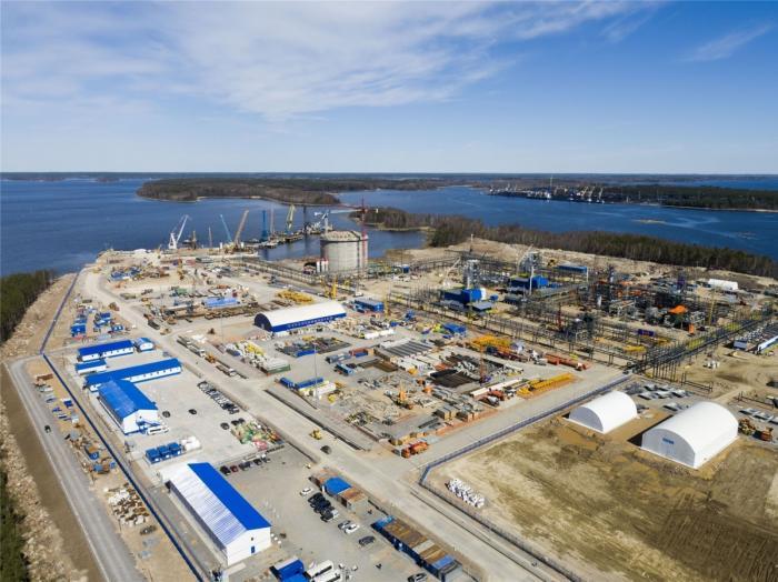 В Высоцке Ленинградская область начал работу новый завод СПГ