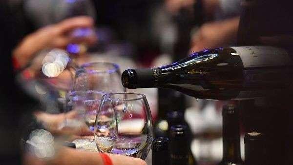 На фестивале молодого вина