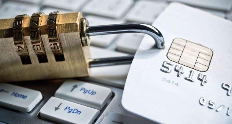 Власти предлагают разрешить блокировку банковских операций без суда на 10 дней