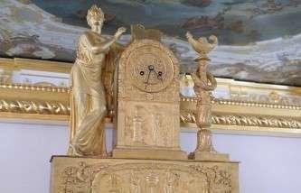Часы с аллегорической фигурой Учения. Франция, Париж. 1820-е (III Антикамера Екатерининского дворца)